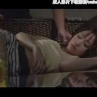 Он стал лапать ее голое тело под одеялом.