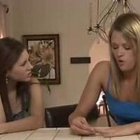 Заставила вылизывает клитор лесбиянки, онлайн как ебать жопу