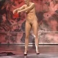 Голые акробаты на сцене #2