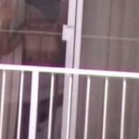 подглядывают через окно за сексом голая девушка