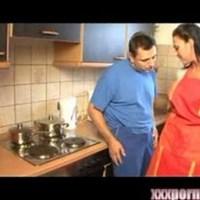 Телемастер трахает домохозяйку онлайн